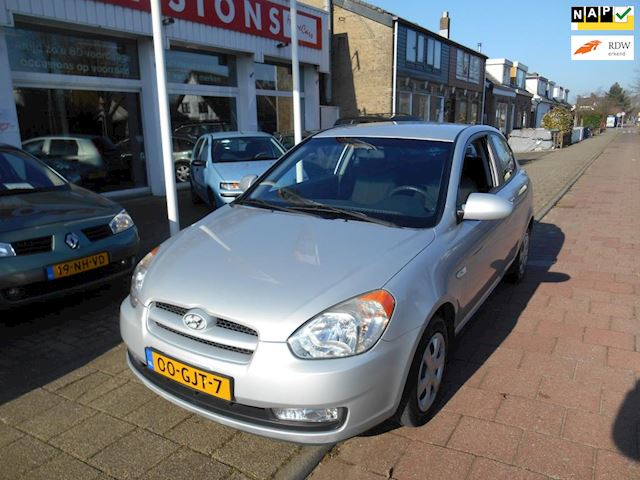 Hyundai Accent 1.4i Dynamic Automaat