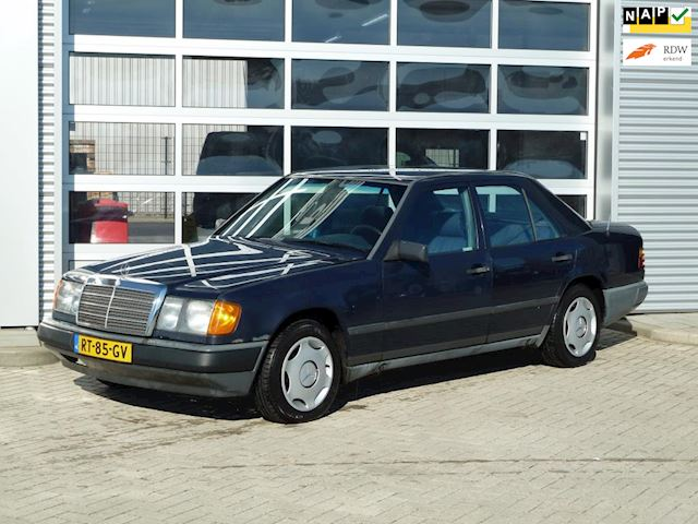 Mercedes-Benz W124 200 BJ.1987 SEDAN | TREKHAAK.