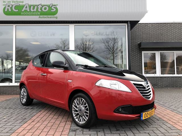 Lancia Ypsilon 0.9 TwinAir Black & Red