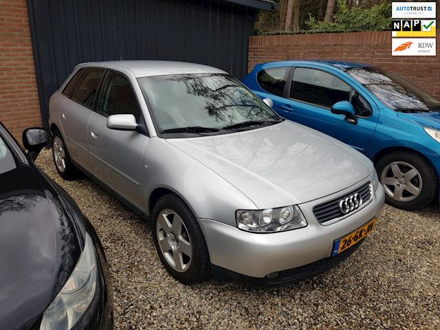 Audi A3 1.6 Attraction 5-deurs *MOTOR DEFECT*