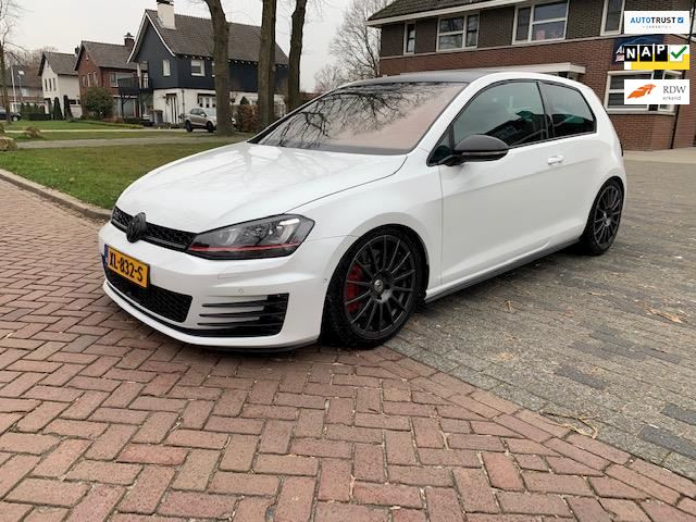 Volkswagen Golf 2.0 TSI GTI Performance
