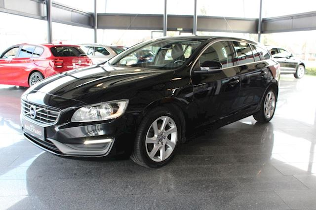 Volvo V60 1.6 D2 Momentum ,NAP,PDC, automaat, Airco,Bluetooth, Navi, stuurbediening, start-stop.
