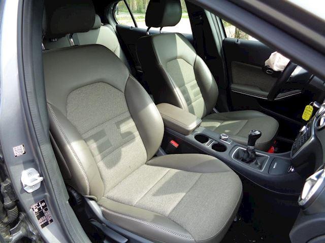 Mercedes-Benz GLA-klasse 180 CDI Urban Navi Camera PDC 2015