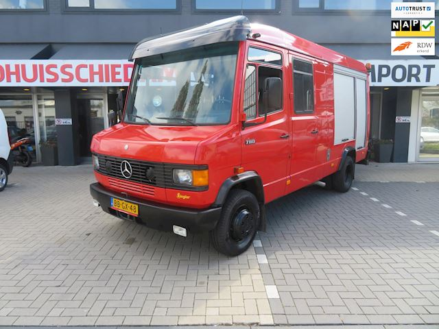Mercedes-Benz 711 D CAMPER FOODTRUCK