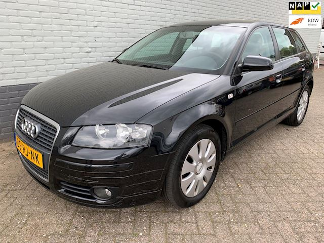 Audi A3 Sportback 1.6 FSI Attraction Climate PDC dealeronderhouden!