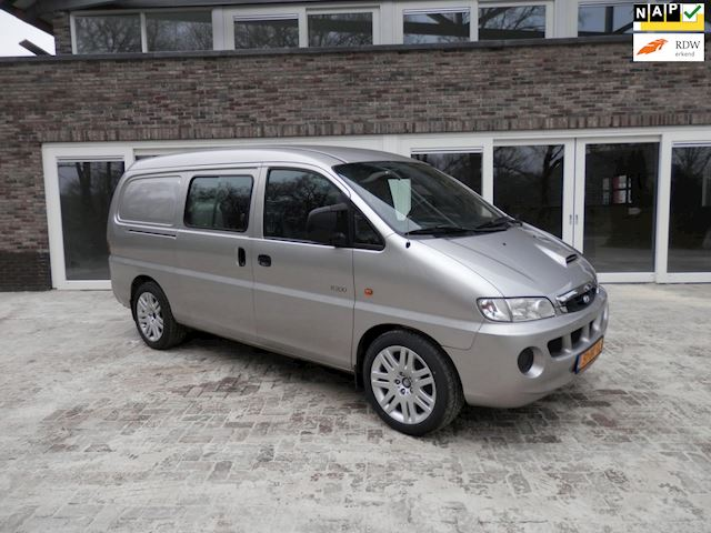Hyundai H 200 2.5 TCI Luxe lang DC dubbele cabine 5 persoons. trekhaak dikke 18 inch wielen.