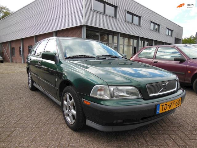 VOLVO V 40 2.0 T Exclusive  1998 € 450,- ZO MEE