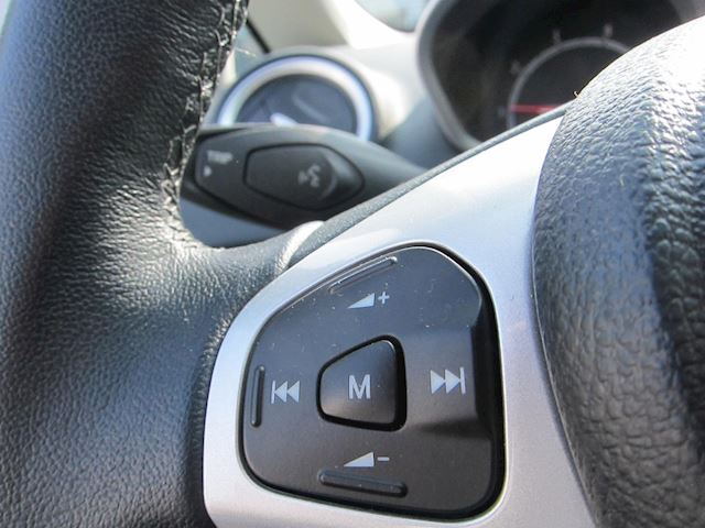 Ford Fiesta 1.25 Titanium CLIMA TELEFOON ST SPOILER 5 DEURS WIT!!