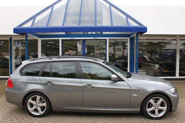 BMW 3-serie Touring 318i High Executive