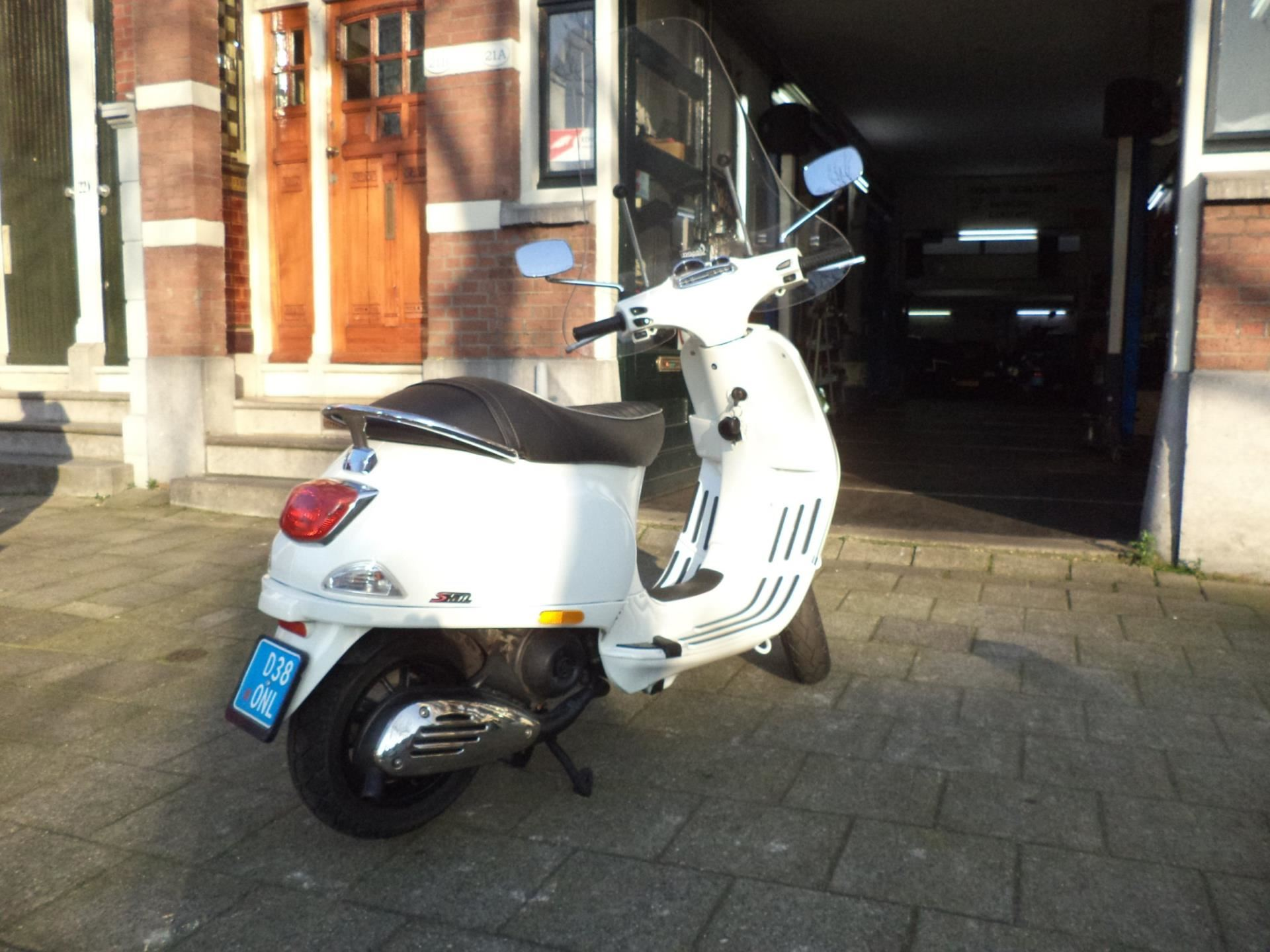 Vespa Snorscooter occasion - Quickservice Noord