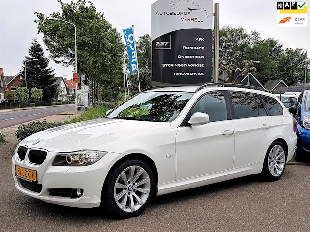 BMW 3-serie Touring 318i Business Line Navi Xenon Dealerauto Boekjes Nap