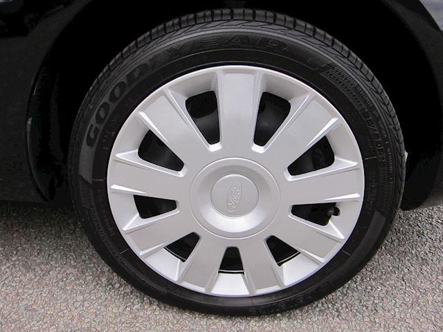 Ford Fiesta 1.25 Trend AIRCO CD 82 PK!! STOELVERWARMING APK 04-2020!!
