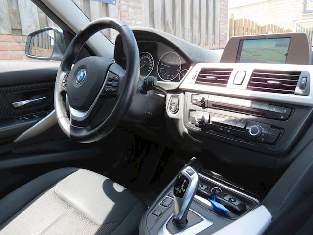 BMW 3-serie 328i High Executive | XENON | NAVI | NAP | PDC |