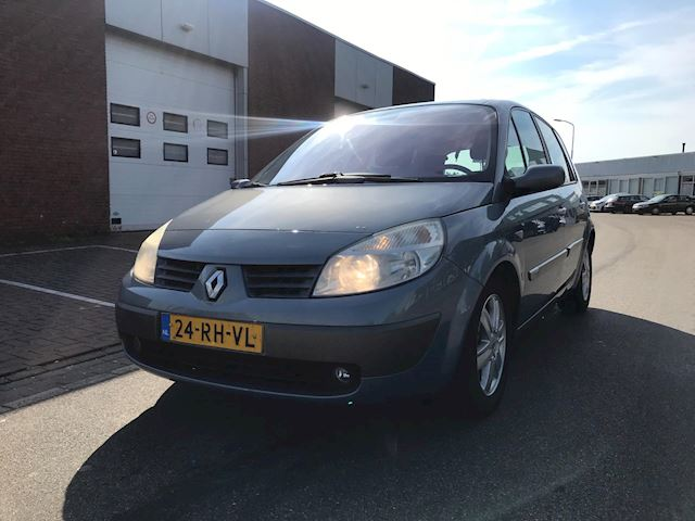 Renault Scénic 2.0-16V Privilège Luxe / climate / trekhaak