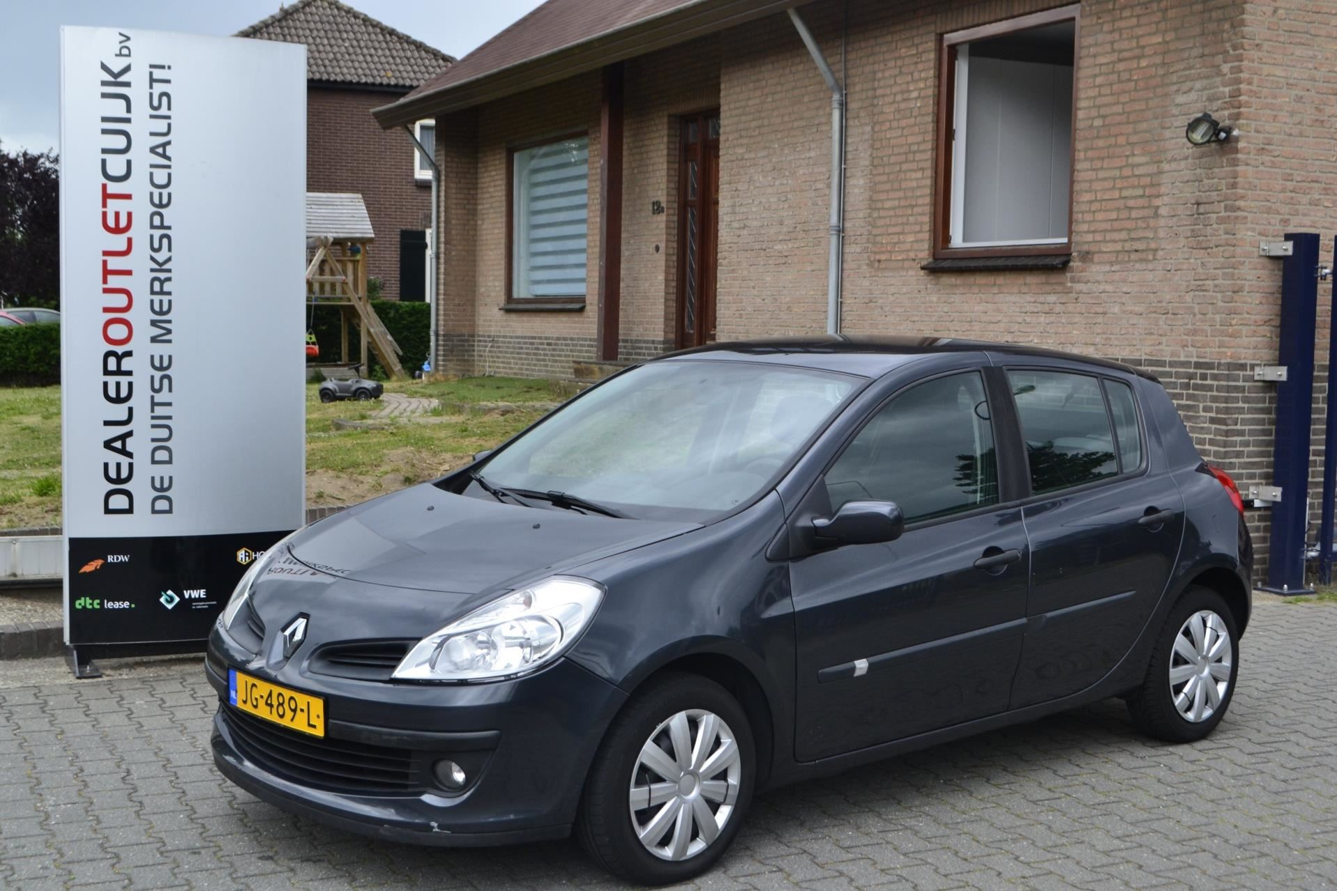 Renault Clio occasion - Dealer Outlet Cuijk b.v.