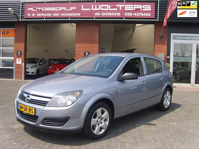Opel Astra 1.8 Edition airco cruis navi camera trekhaak