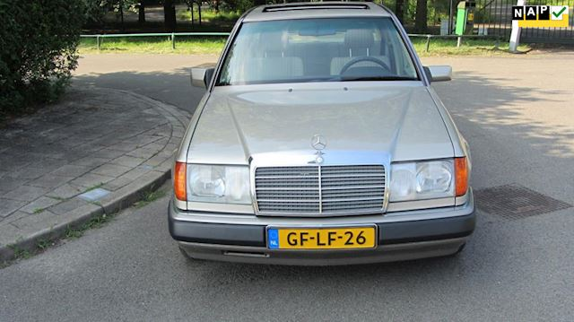Mercedes-Benz 200-500 W124 200 E Youngtimer
