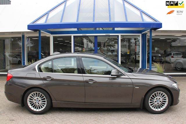 BMW 3-serie 320i High Executive zeer netjes