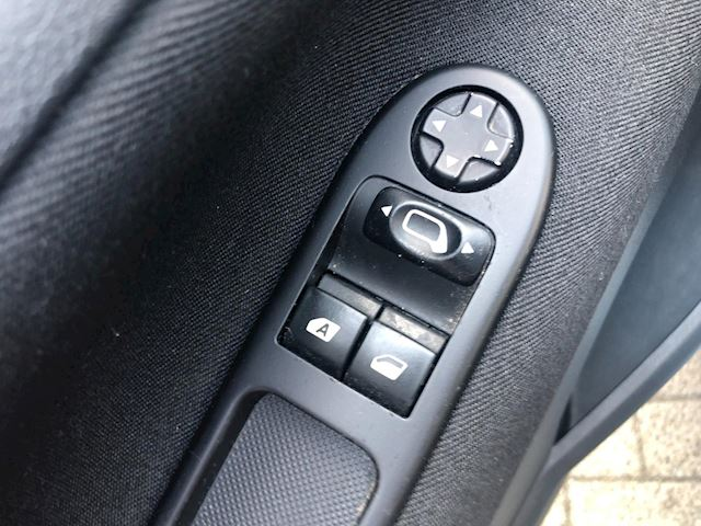 Peugeot 207 1.4 VTi Urban Move PANORAMADAK/NIEUWSTAAT/AIRCO/DEALERONDERHOUDEN/NIEUWE-APK