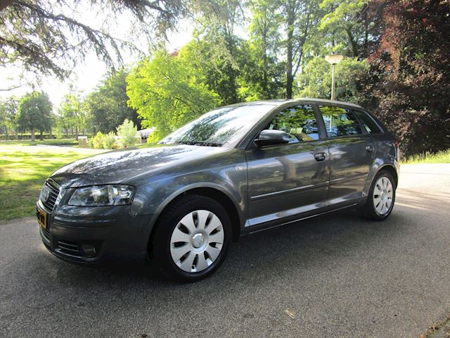 Audi A3 Sportback 1.6 Attraction Pro Line Business Zeer nette Auto Clima Navi 5Deurs trekhaak