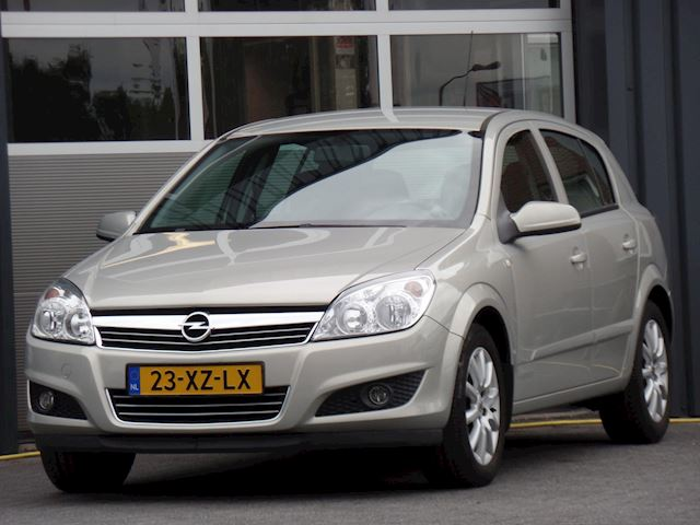 Opel Astra 1.6 Temptation Airco Cruisecontrol Trekhaak Dealer onderhouden