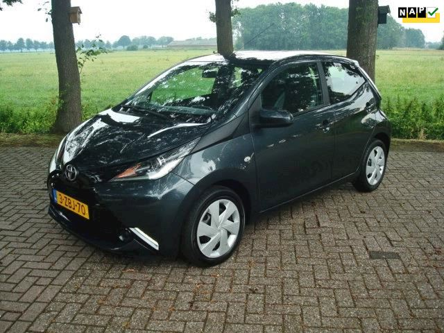 Toyota Aygo 1.0 VVT-i x-play Bluetooth, camera, Led-dagrijverl.