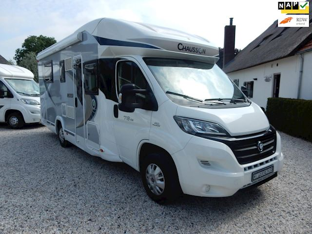 Chausson Titanium 718 XLB Queensbed  Hefbed, 2x AIRCO, occasion - Campers Kerkdriel