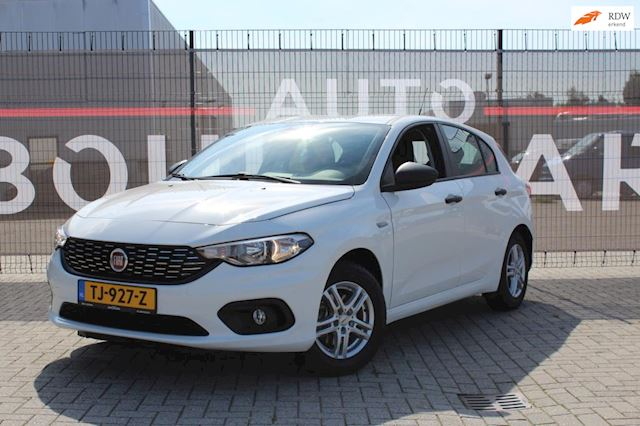 Fiat Tipo 1.4 16v Pop PDC, Trekhaak, APK 11/2021, stuurbediening, Airco, cruise control.