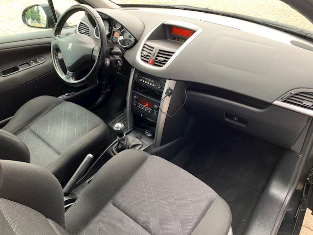 Peugeot 207 1.6 HDI XS Pack NETTE AUTO, AIRCO, RIJDT GOED.