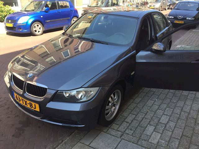 BMW 3-serie 318i Business Line Net binnen!
