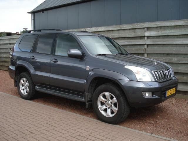 Toyota Land Cruiser 3.0 D-4D Executive Blind Van