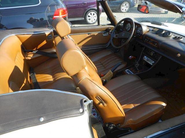 Peugeot 504 V6 Cabrio inj. Voorzien van V6 injectie motor met 5 versnellingen