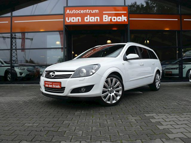 "Opel Astra Wagon 1.6 T Cosmo 179PK Xenon Leder Climate Cruise Ctr Pdc Dakrails 18"" Chroom Pakket Apk"