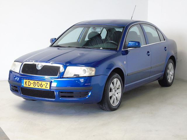 Skoda Superb 2.5 V6 TDI Business Edition 6-Bak