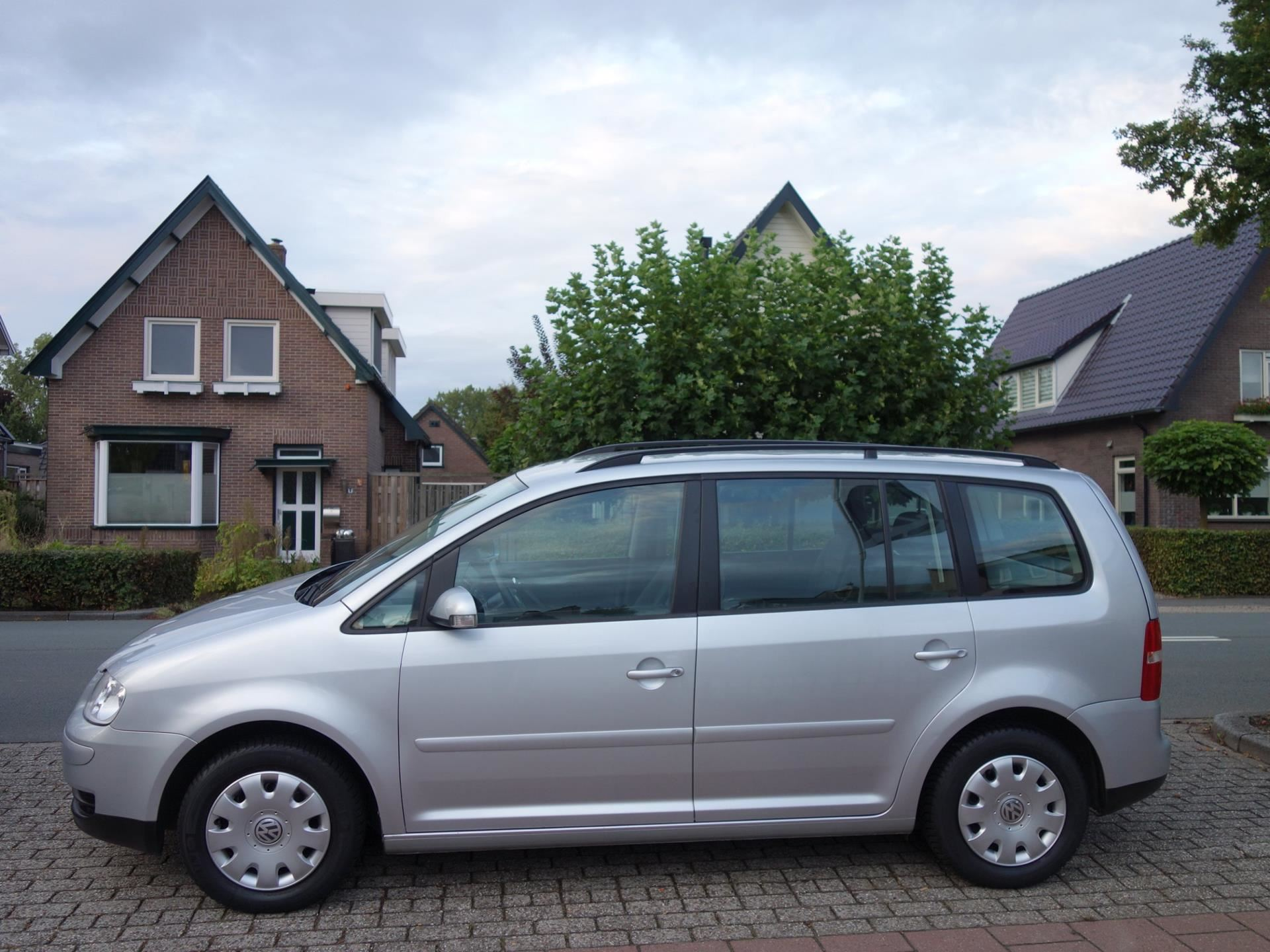 Volkswagen Touran occasion - De Vries Automotive Apeldoorn