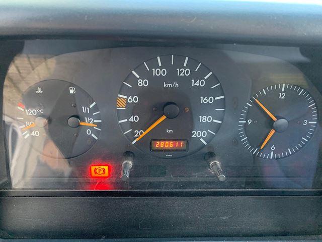 Mercedes-Benz 412 D RIJDT PERFECT, GOED WERKRENDE AUTO AMBULANCE