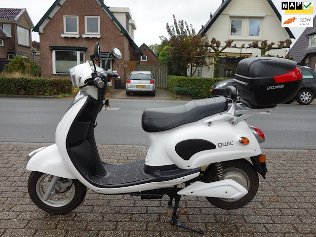 Evader Snorscooter EV100Metro QWIC ELEKTRISCHE SNORSCOOTER 2.300 km.