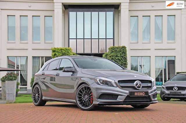 Mercedes-Benz A-klasse 45 AMG 4MATIC Performance - dealer onderhouden - Harman Kardon - panoramadak - sportuitlaten - A45 AMG