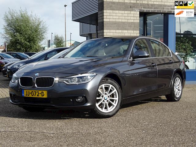 BMW 3-serie 318d Corporate Lease Essential FULL-MAP NAVI ECC XENON PDC V+A VERWARMDE ZETELS MULTI-STUUR