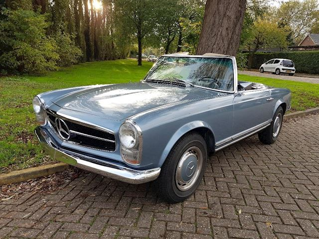 Mercedes-Benz 250 SL Roadster