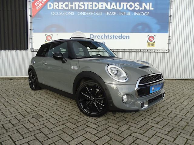 "Mini Cooper S 2.0 Chili 192PK! Panoramadak! Zwart Leer! Xenon/LED! Harman/Kardon! Adaptive Cruise! 17""Inch!"