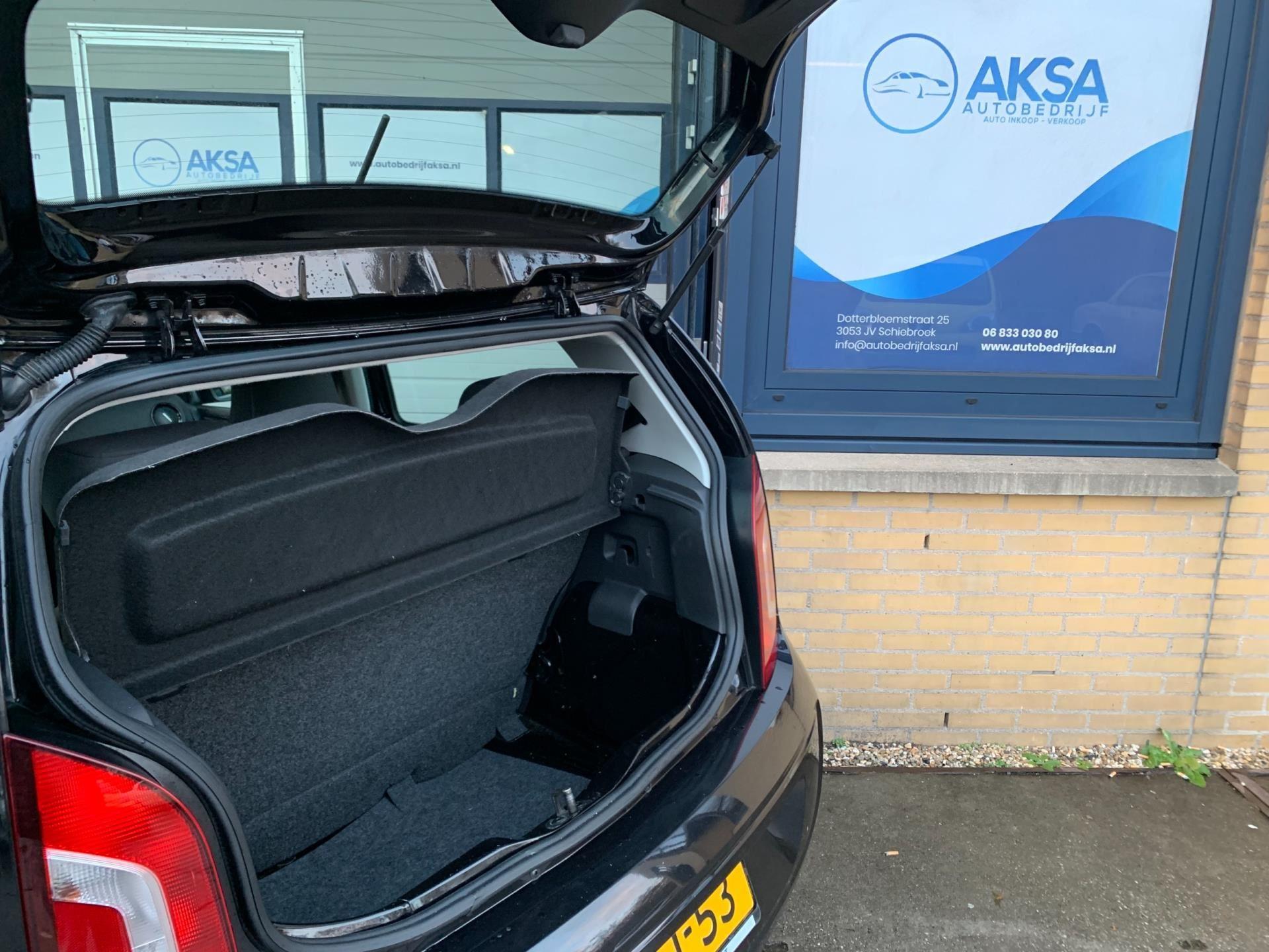 Volkswagen Up occasion - Autobedrijf Aksa