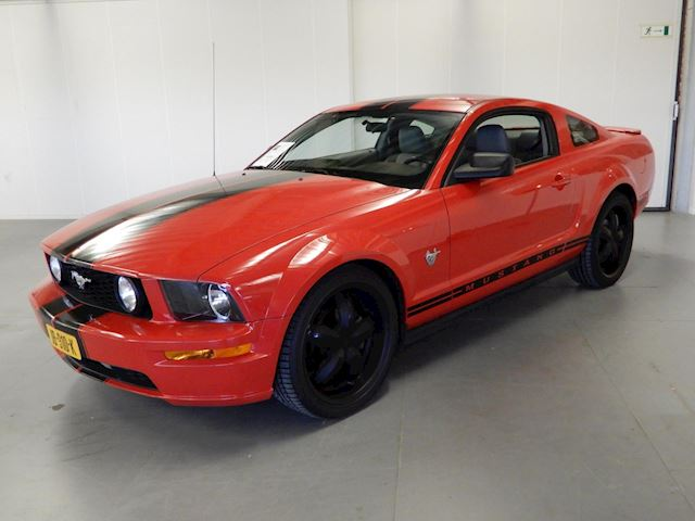 Ford USA Mustang 4.0 V6 45 Years Edition