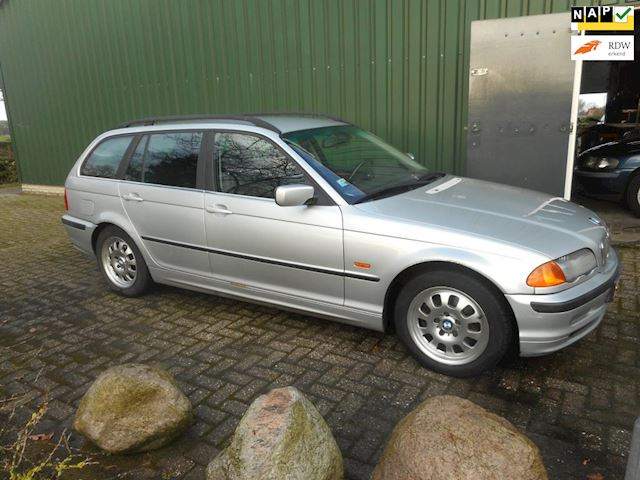 BMW 3-serie Touring 320i Executive 2.2 6cil airco bj 2001