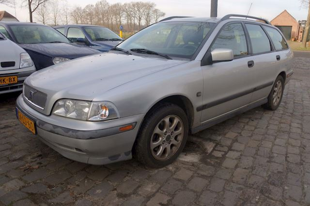 Volvo V40 1.8 Europa geen roest , airco 219 dkm apk 16-3-2020