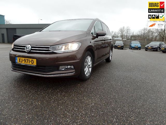 Volkswagen Touran 1.4 TSI Highline Business TREKHAAK 2017