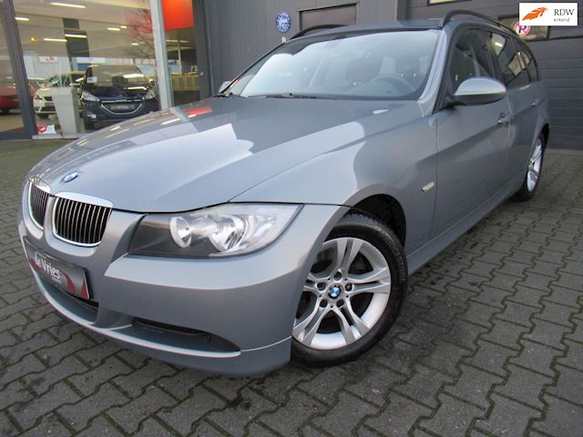 BMW 3-serie Touring 318i Business Line Automaat / Navi / Clima / Pdc / Cruise / Lmv