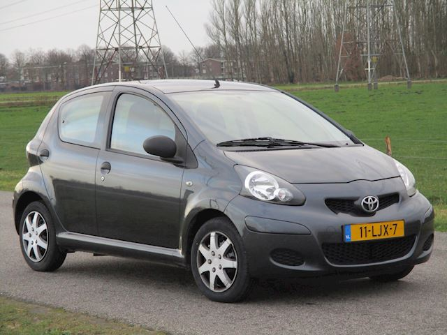 Toyota Aygo 1.0-12V Access Met Airco/Airbags/Nieuwe APK