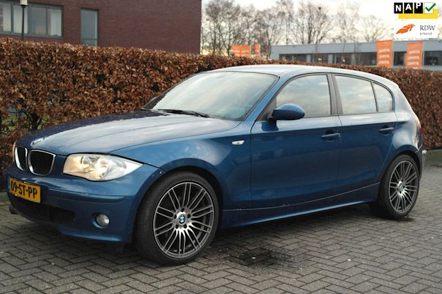 BMW 1-serie 118i Business Line  18LM, Sportstuur, Facelift