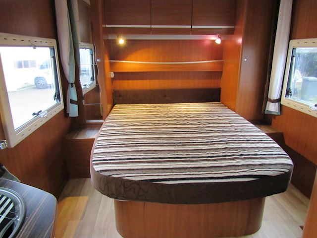 Challenger Mageo Queensbed full option 2x airco 130PK 2009